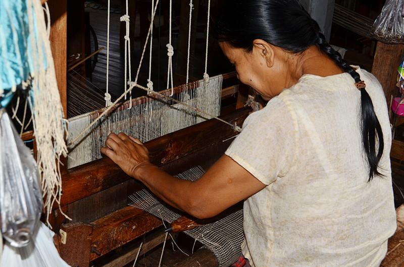 oct 12 1176 weaving lotus yarn