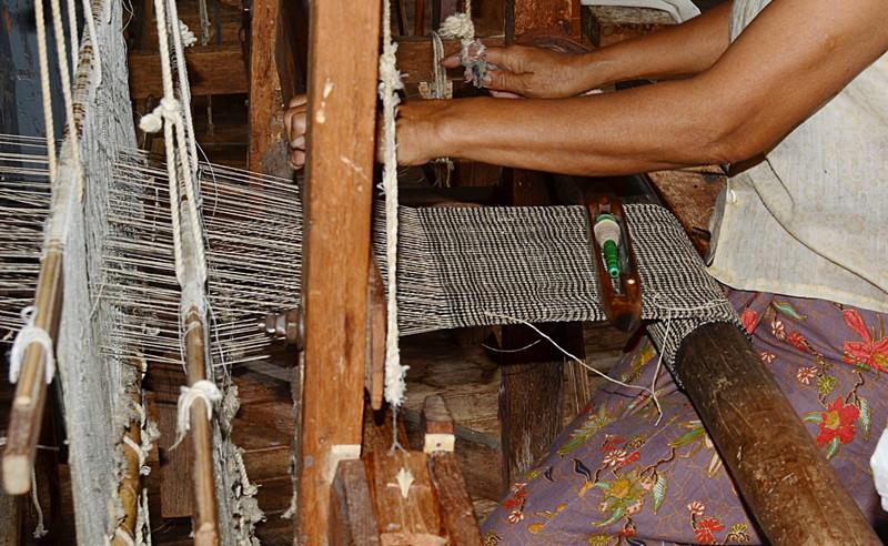 oct 12 1177 weaving lotus yarn