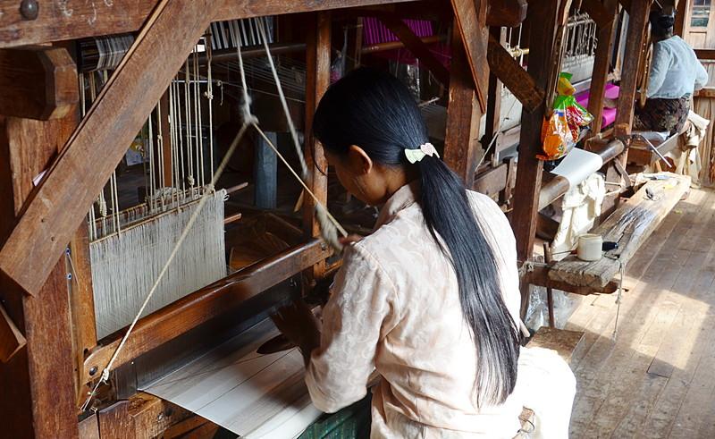 oct 12 1198 weaving silk
