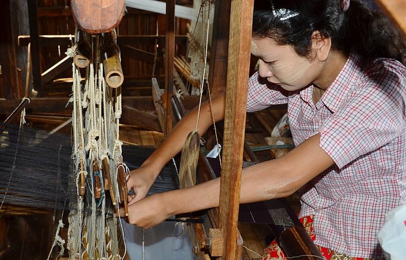 oct 12 1221 weaving lotus yarn