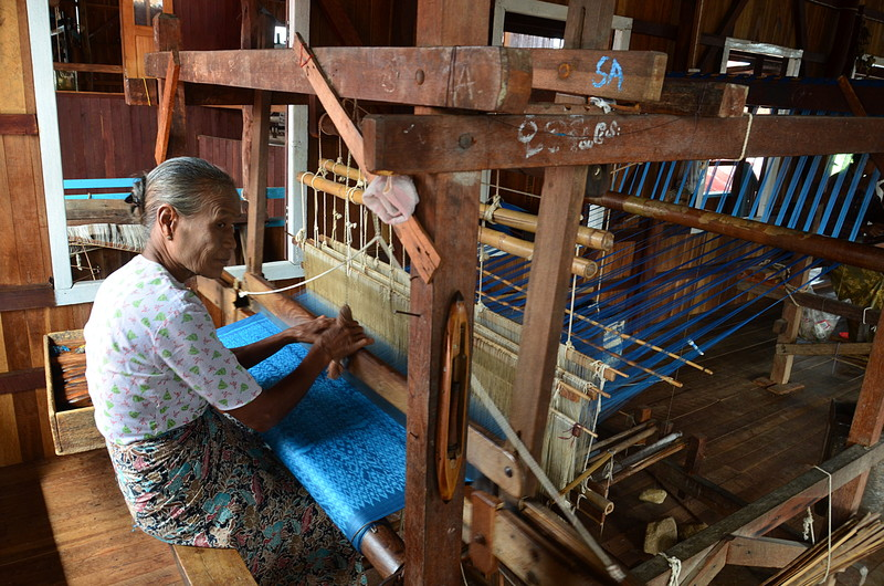 oct 12 1300 weaving silk