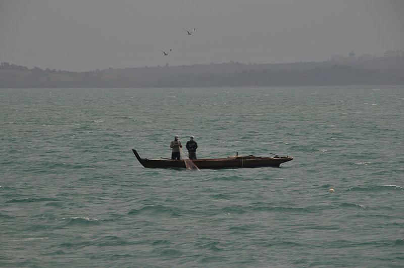 sep 26 0609 repair fish net