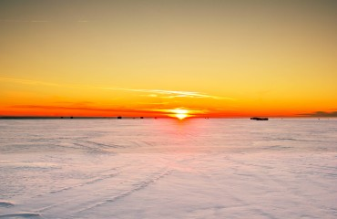 high-cliff-state-parkiwisconsin-sunset-oon-the-icy-lake