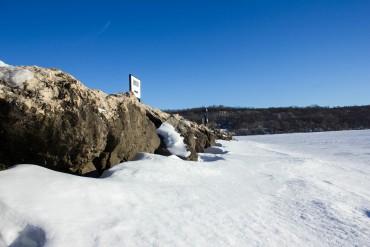 high-cliff-state-parkiwisconsin-side-of-island-of-rocks-lake-winnebago