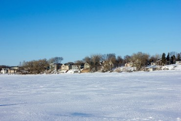 high-cliff-state-parkiwisconsin-high-cliff-state-park-snowy-lakeshore