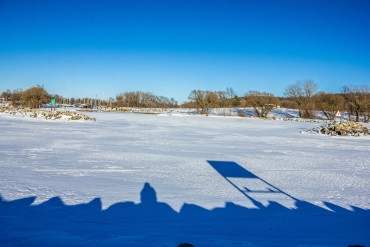 high-cliff-state-parkiwisconsin-snowy-landscape-on-a-bright-day