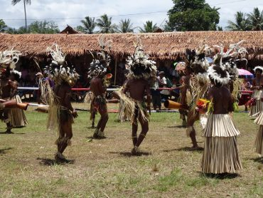 traditional-dance-with-native-people-in-new-guinea