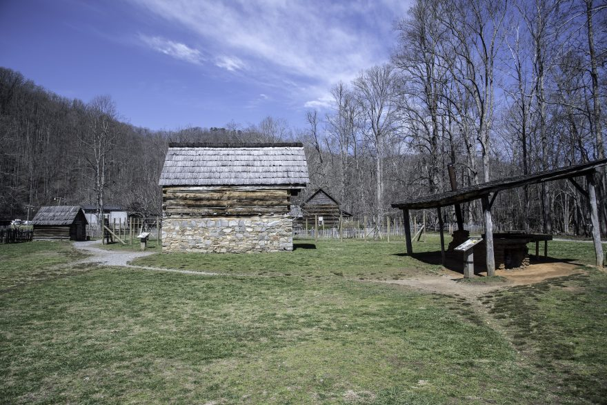 Old wooden log cabins village in great smoky mountains for Cabin in north carolina mountains