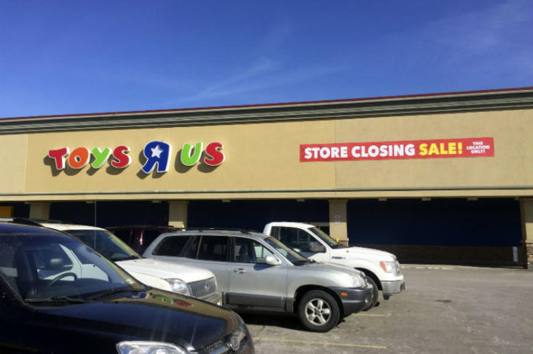 "Toys ""R"" Us Store Closing"