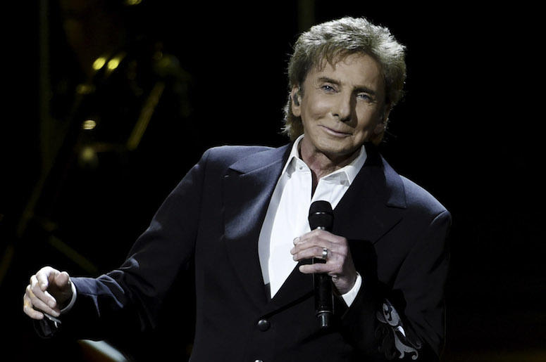 Barry Manilow, Concert, Smiling