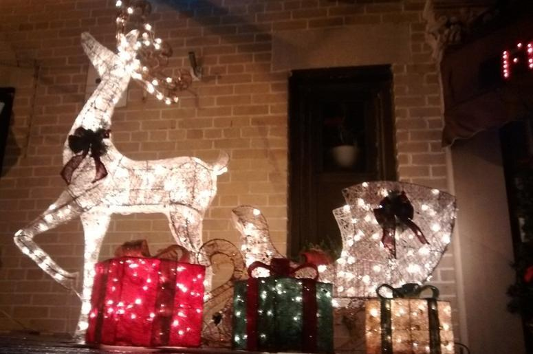 xmas deer - THE Most Texas Christmas Decorations: Fake Dead Deer In Christmas
