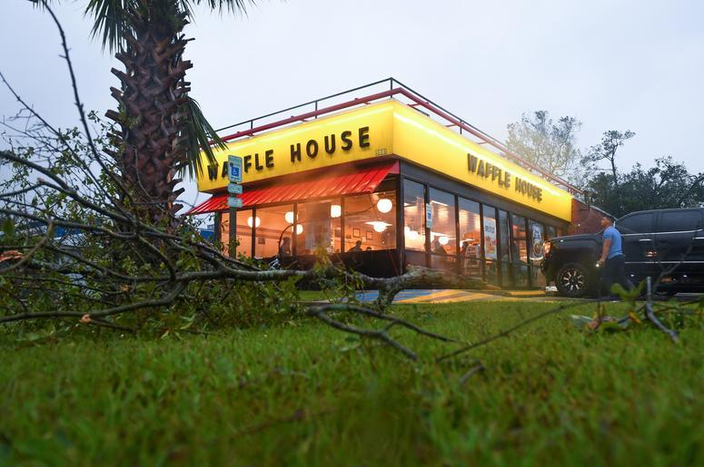 Photo Waffle House Food Truck Will Cater To Your Wedding 987 Kluv