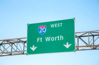Road sign with the direction to Fort Worth