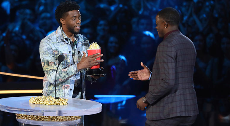 """Chadwick Boseman, left, gives his best hero award for his role in """"Black Panther"""" to James Shaw Jr., who is credited with saving lives during a shooting at a Waffle House in Antioch, Tenn."""