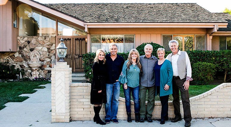 Brady Bunch Home and Cast
