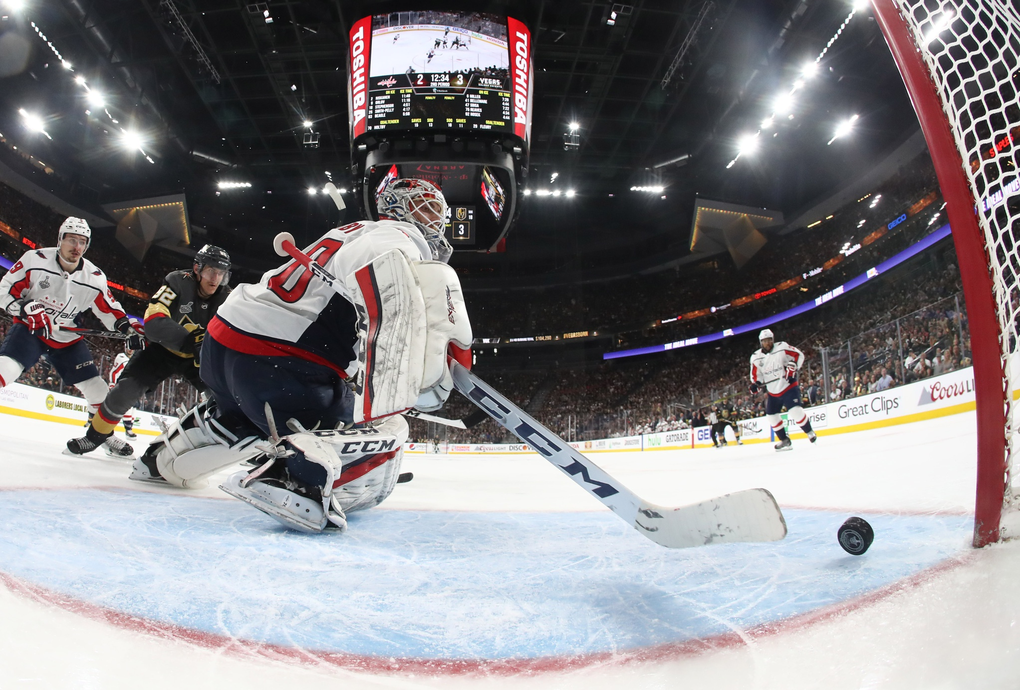 f644aae39ad Golden Knights Outlast Caps 6-4 In Stanley Cup Final Opener