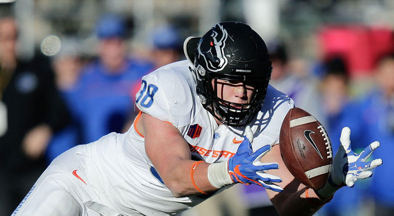 Dallas Cowboys Select Boise State Linebacker Leighton Vander Esch With 19th  Overall Pick ea91d7133