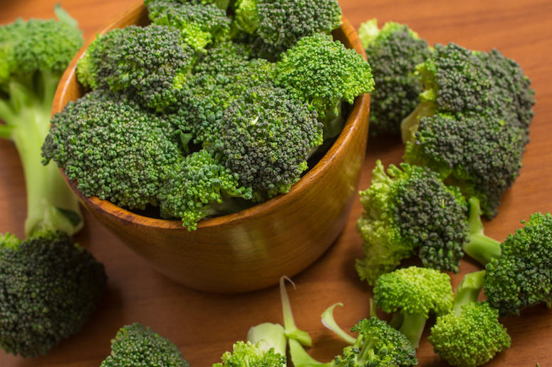 Broccoli, Bowl, Wooden Table