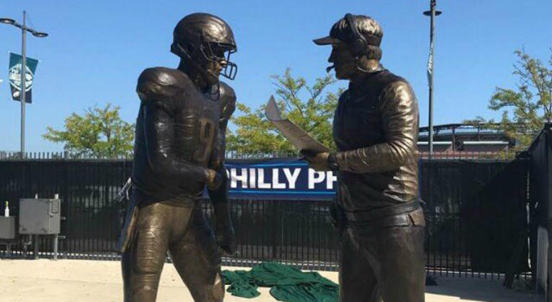 Bud Light unveils 'Philly Philly' statue outside Lincoln ...