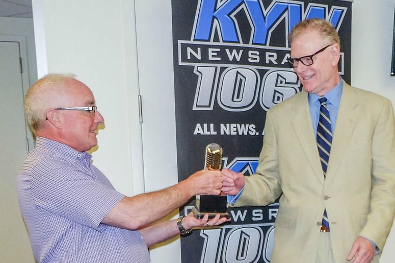 Steve Butler, director of news and programming at KYW Newsradio, presents retired reporter Tony Hanson with his Hall of Fame award.