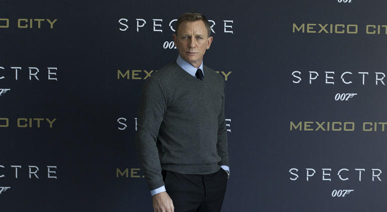 """British actor Daniel Craig poses during the photocall to promote new James Bond film """"Spectre"""" in Mexico City, capital of Mexico, on Nov. 1, 2015."""