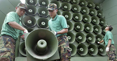 South Korea says it will remove propaganda-broadcasting loudspeakers from the tense border with North Korea.