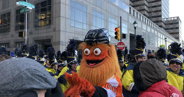 Gritty visits his first Philadelphia Thanksgiving Parade
