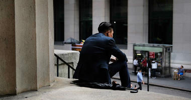 A growing number of economists predict that the United States will experience a recession sometime later this year or in 2020. Investors are starting to worry about a downturn, too.
