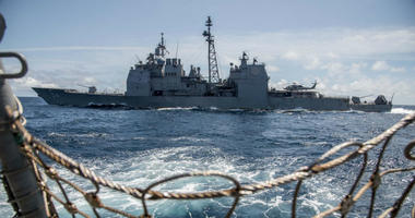 The Ticonderoga-class guided-missile cruiser USS Antietam (CG 54) sails alongside the guided-missile destroyer USS Chung-Hoon (DDG 93).