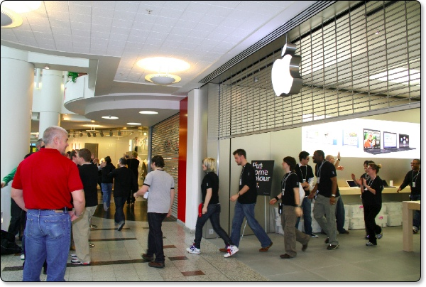 Apple Store Bentall Centre UK Open Today — Geekanoids
