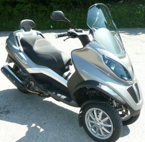 techmoan - techmoan - the 2009 piaggio mp3 400 ie - getting back