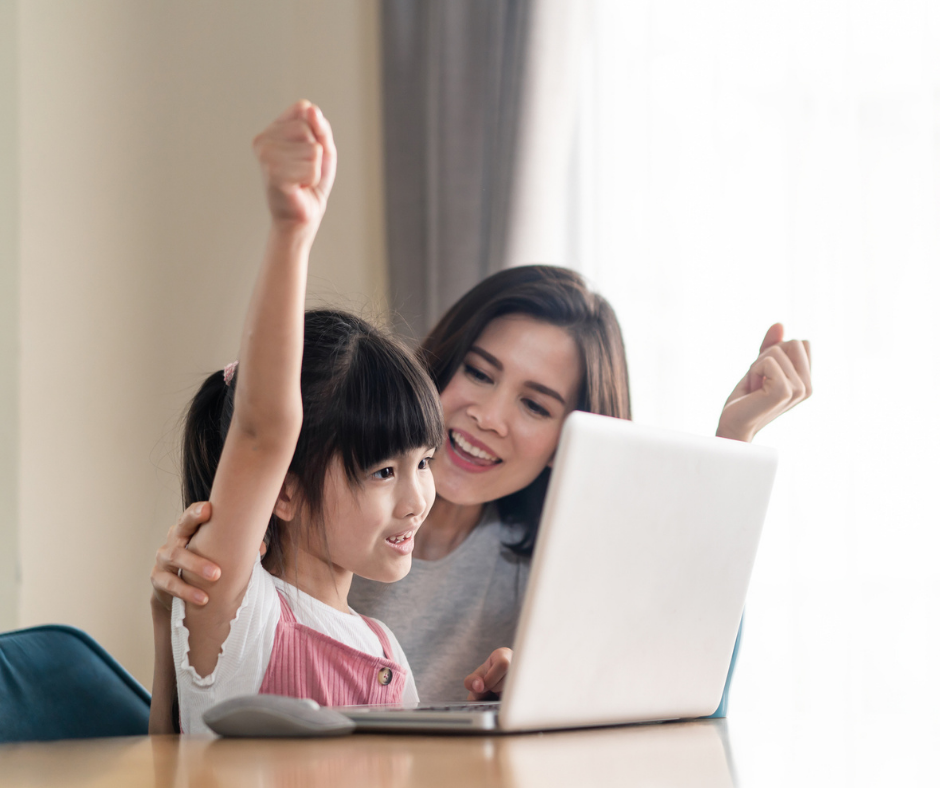 Child_and_mother_at_computer