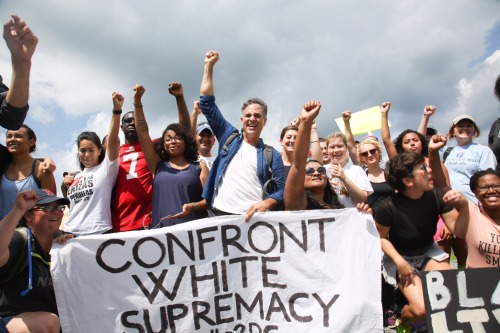 Mark Ruffalo marches against white supremacy in Virginia