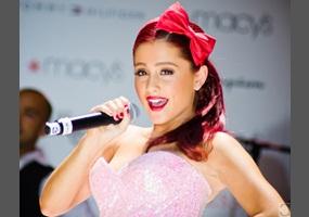 04664e38723d Is Ariana Grande s style a do (yes) or a don t (no)