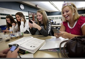 should students allowed to use cellphones in school