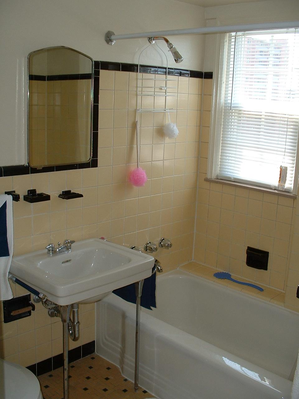 Shaker House Classic Art Deco Bathroom 1MP My Med Housing