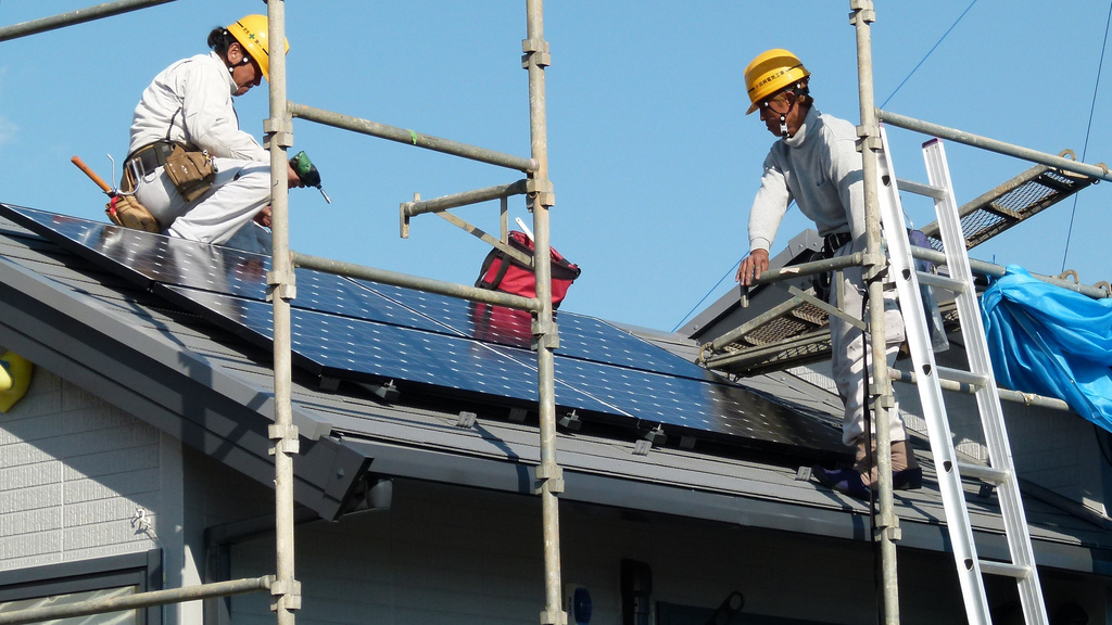 Community solar bill passes first committee