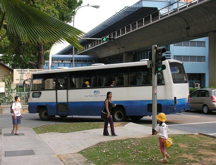 oct_05_9748_bus.jpg