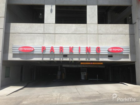 Toyota parking garage parking in memphis parkme for Garage toyota arles