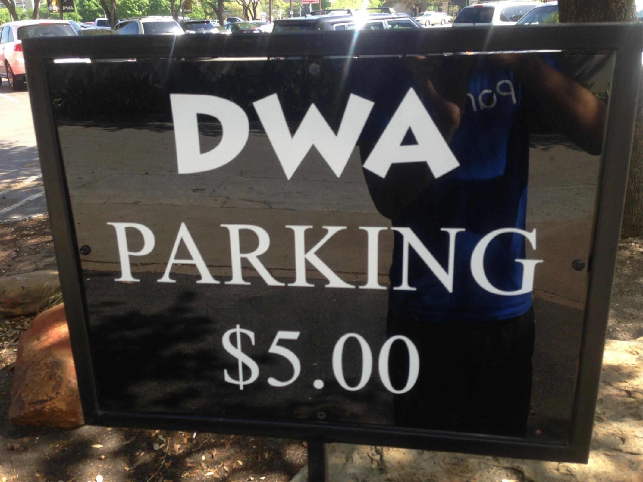 the dallas world aquarium parking parking in dallas parkme