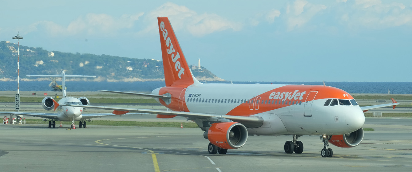 easyJet A319 taxiing to the stand at Nice International Airport
