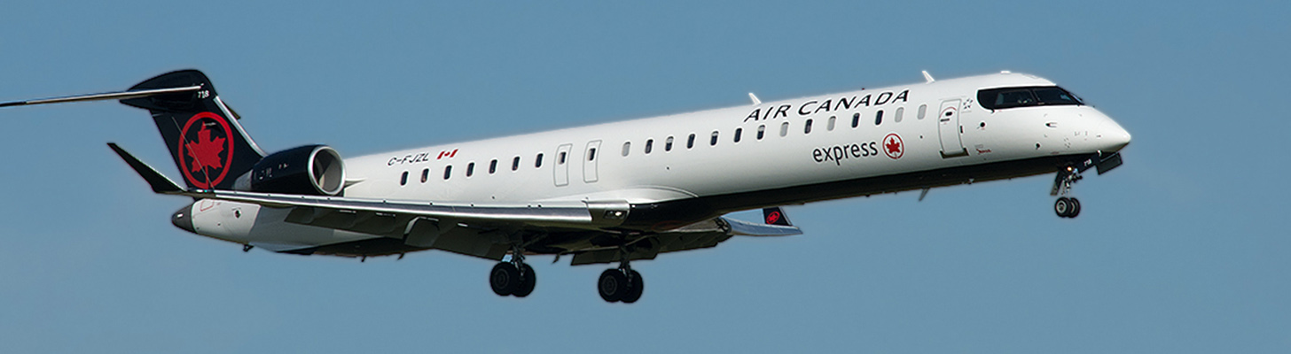 Jazz CRJ900 on final approach