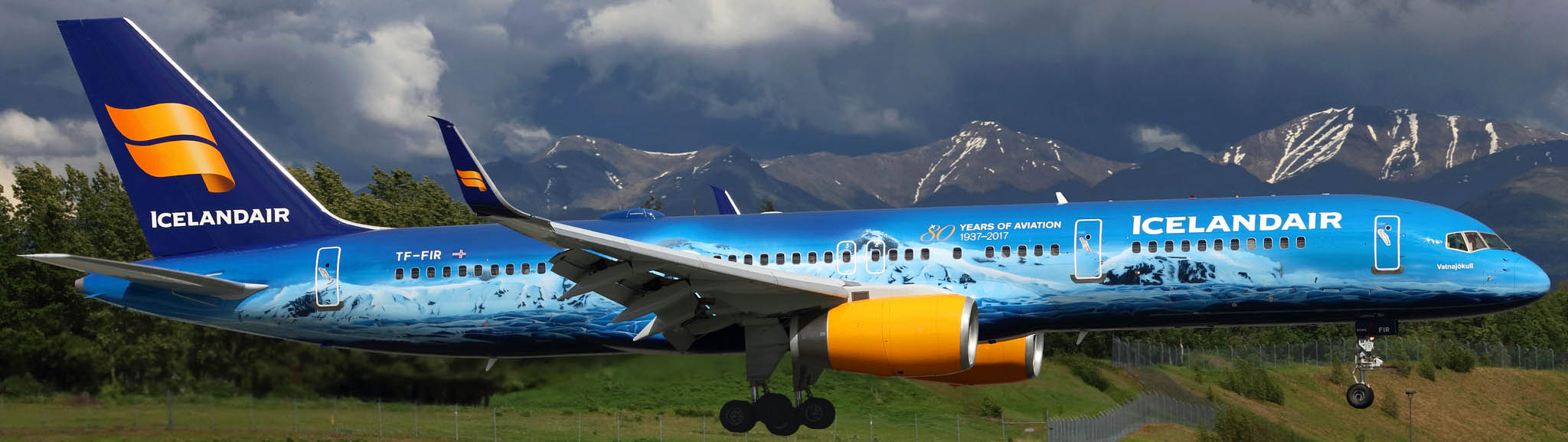 Icelandair Boeing 757 about to touch down