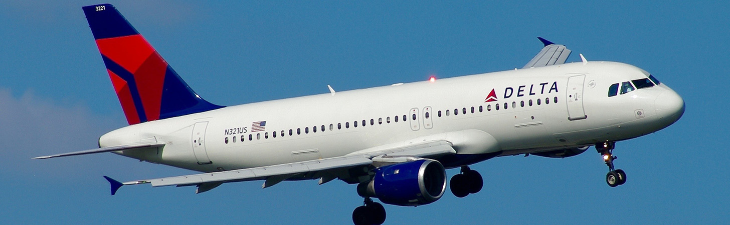 Delta Airbus A320 on final turn to landing