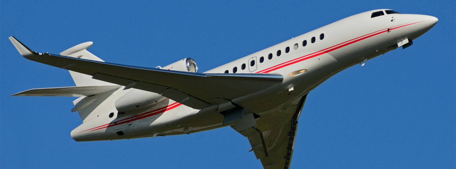 Falcon 7X in climb out