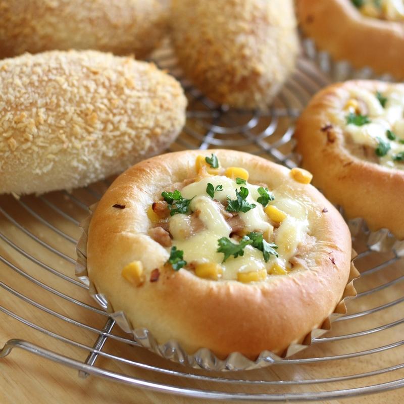 ヘルシー焼きカレーパンとコーンマヨパン