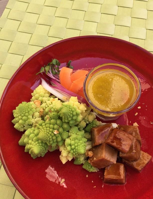 豚肉のダイスカット牡蠣ソースとロマネスクのバーニャカウダ