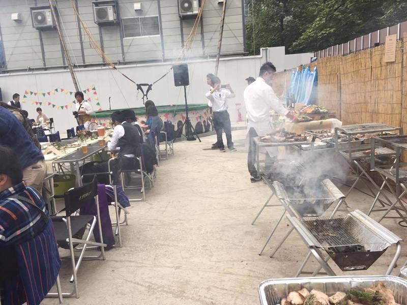 90名のバーベキュー披露宴パーティーの出張料理5