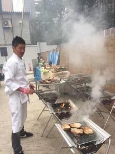 90名のバーベキュー披露宴パーティーの出張料理6