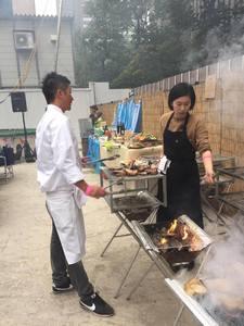 90名のバーベキュー披露宴パーティーの出張料理8